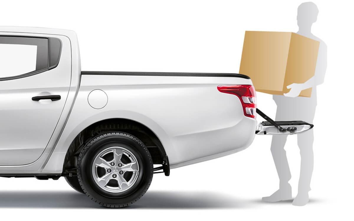 Easy loading bay - Triton Quest   Mitsubishi Motors Malaysia