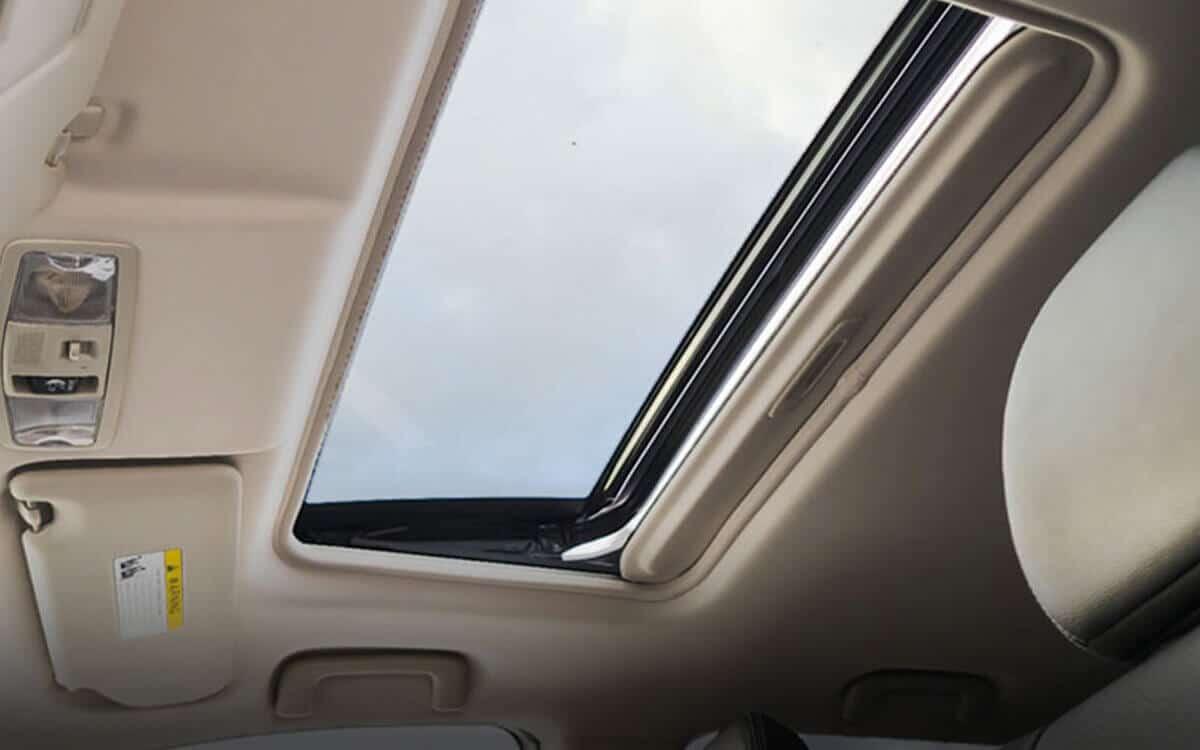 Outlander Sunroof Feature | Mitsubishi Motors Malaysia
