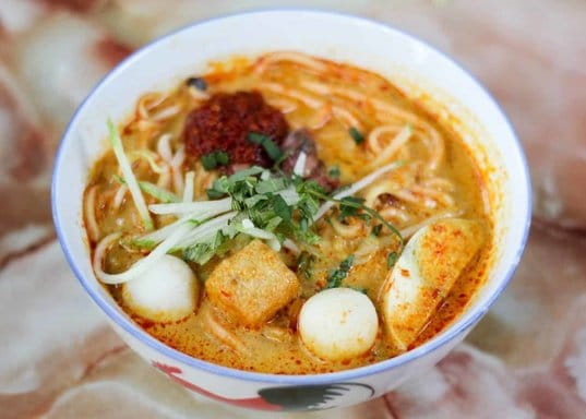 Best Food in Melaka: Nyonya Laksa at 486 Baba Low | Mitsubishi Motors Malaysia
