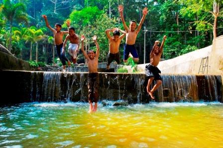 Malaysia Holiday Destination – Waterfall in FRIM Kepong| Mitsubishi Motors Malaysia
