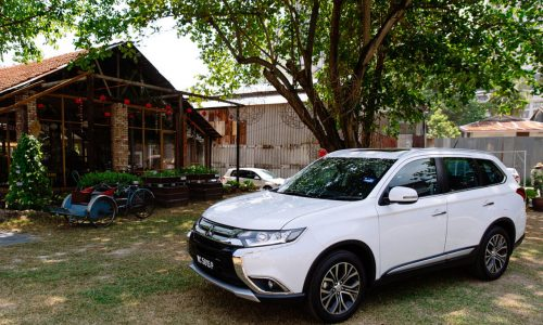 Outlander White Outside The City | Mitsubishi Motors Malaysia
