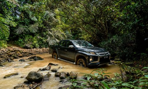 Triton 4x4 Off Road Challenge in River | Mitsubishi Motors Malaysia